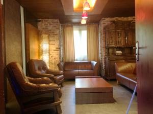 pokój z fotelami w ośrodku Nadzieja